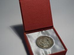 ETUE mince, vzhled imitace dřeva , výstelka zlatá, průměr vnitřního výlisku 2 cm